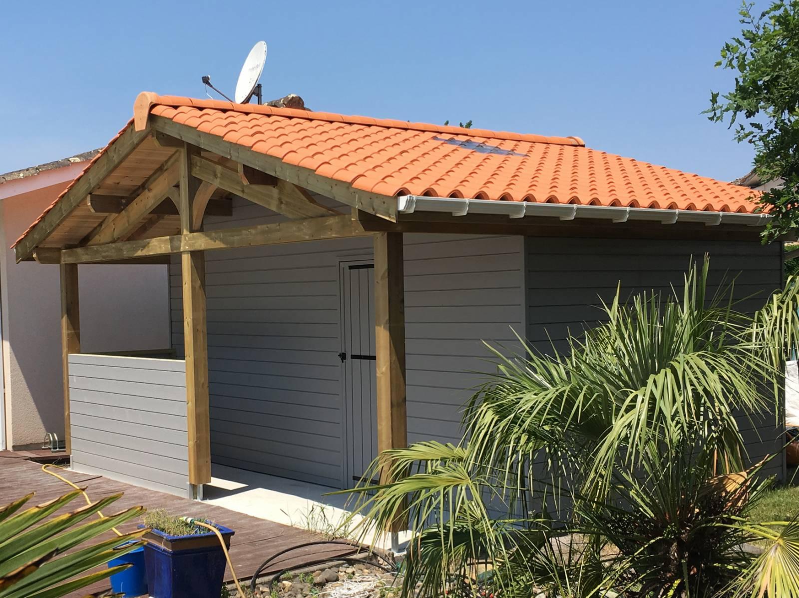 construction d 39 un abri de jardin en bois avec un bar. Black Bedroom Furniture Sets. Home Design Ideas